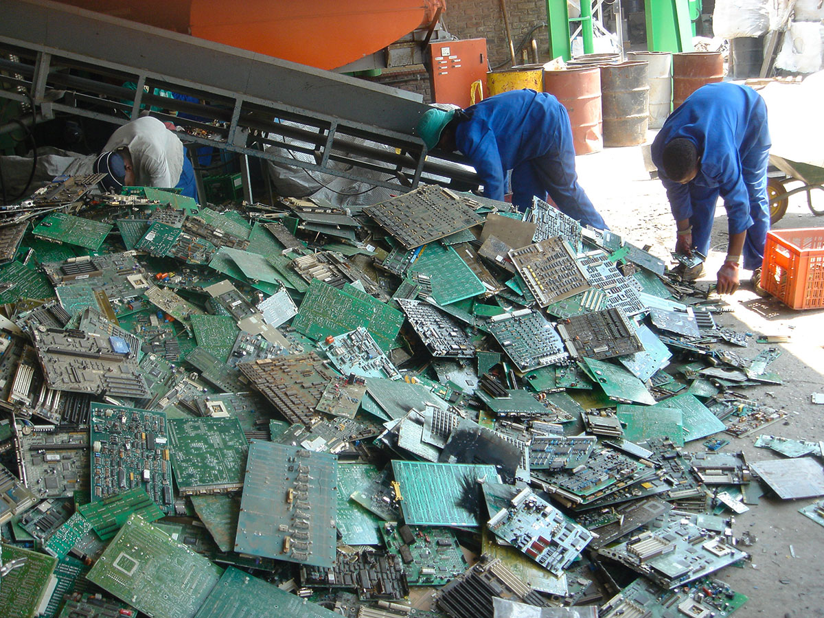 Company BlueOak Turns Your Electronic Waste Into solid gold-1