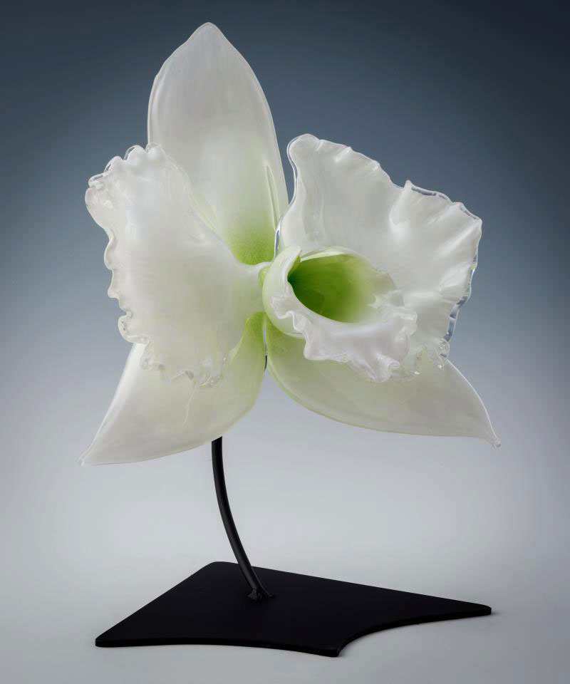 Gigantic And Realistic Flower Sculptures Made From Glass -1