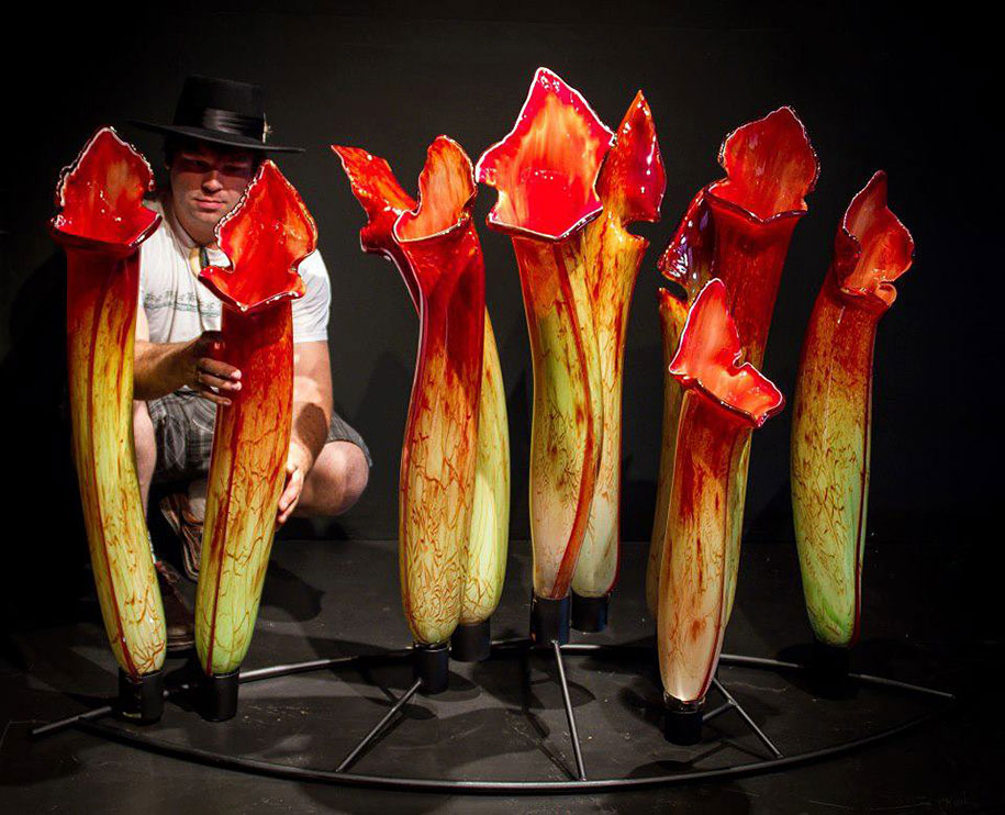 Gigantic And Realistic Flower Sculptures Made From Glass -10