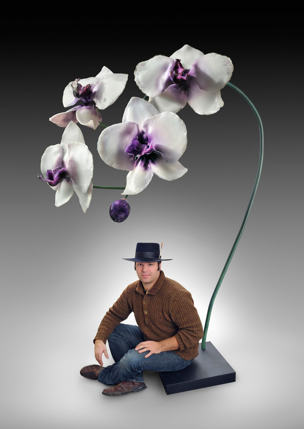 Gigantic And Realistic Flower Sculptures Made From Glass -17