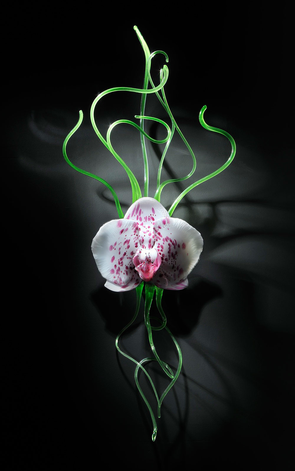 Gigantic And Realistic Flower Sculptures Made From Glass -2