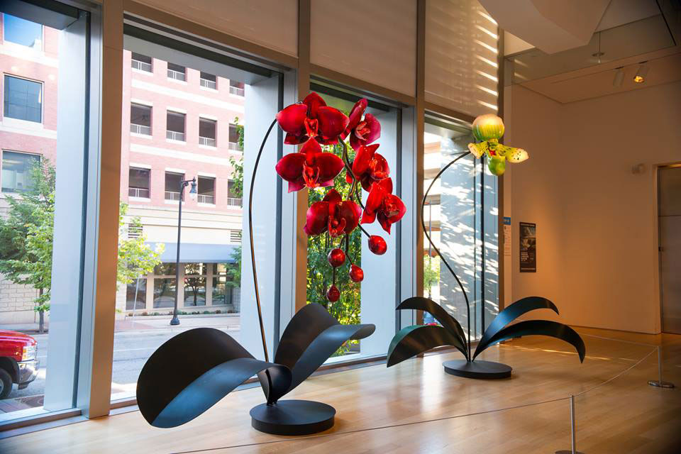 Gigantic And Realistic Flower Sculptures Made From Glass -8