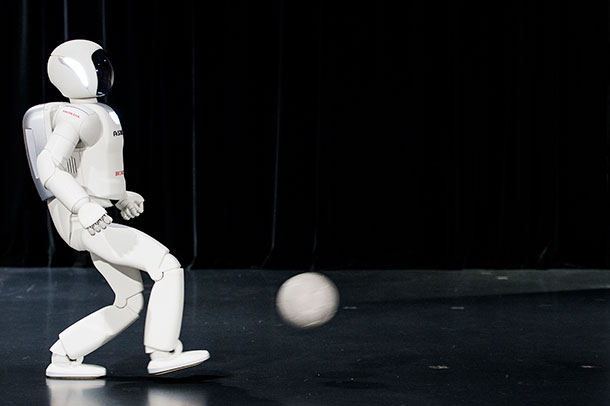 Latest Generation of Asimo Has Many Surprises For Humans-4