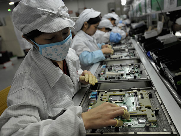 Foxconn Will Use 10,000 robots  To Assemble iPhone 6-
