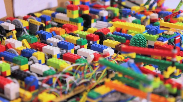 A Passionate Builds An Ultra Complex LEGO Machine That plays Electronic Music-1