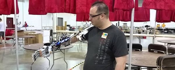 A Passionate Uses LEGO Bricks To Build A Functional Robotic Arm-3