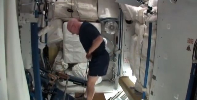 How Astronaut does the exercise?