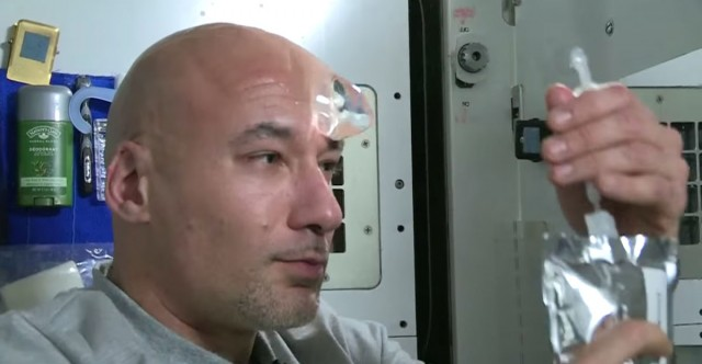 How an astronaut washes his skull
