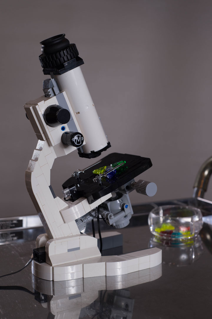 World's First Functional Microscope Made Using LEGO Bricks-4