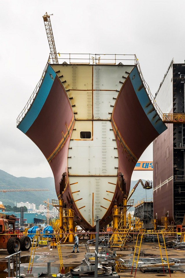 Daewoo's To Launch World's Biggest Cargo Ship Which is 70 Meters High-5