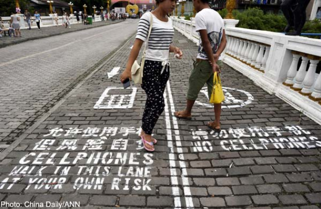 Chinese City Introduces Separate Sidewalks For Phone Users' Safety-2