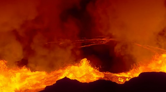 A Drone Captures Dangerously Close Video Of Volcanic Eruptions-4