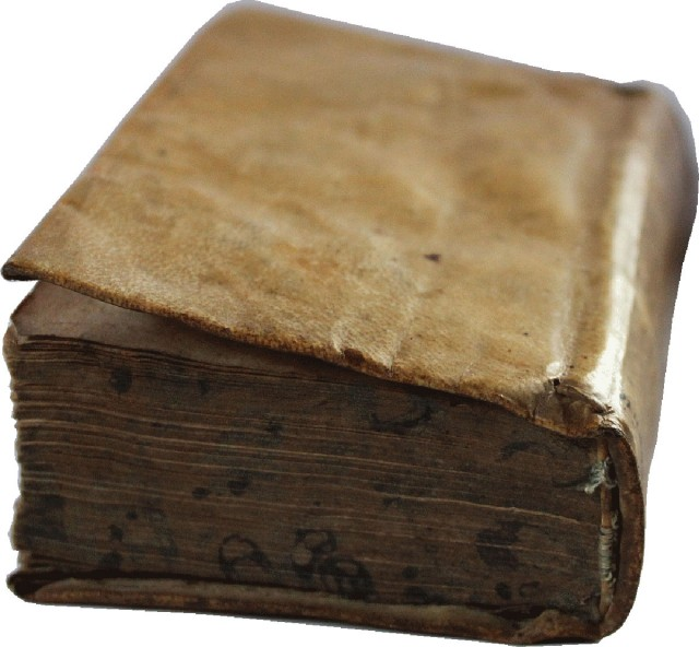 Discover The Secret Of The Mysterious Smells Of Old Books-1