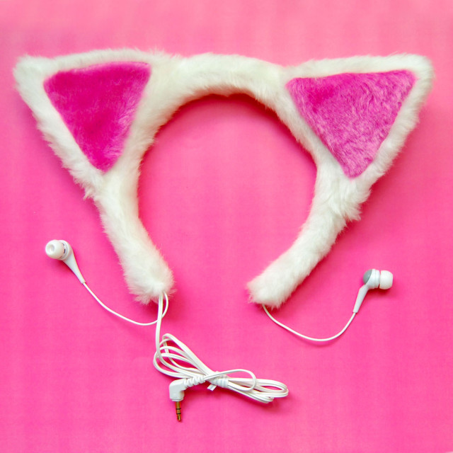 A headphone shaped as cat ears-20 Stylish Audio Headphones To Enjoy Your Favorite Music-1