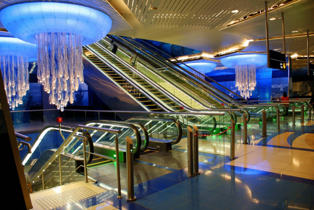 A station in Dubai, United Arab Emirates-25 Most Beautiful Subway Stations Around The World (Photo Gallery)-22