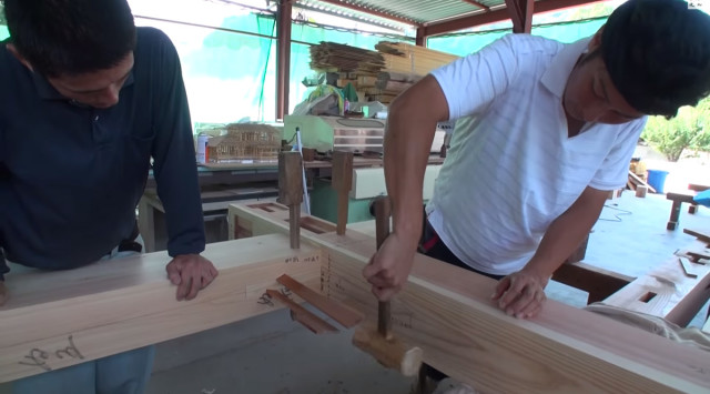 Expert Japanese Carpenters Make Wooden buildings without Using Nails!-4