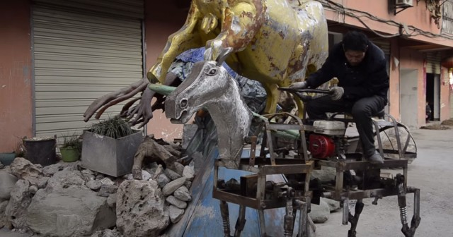 A Chinese Man Makes A Mechanical Horse To Walk In The Street-3
