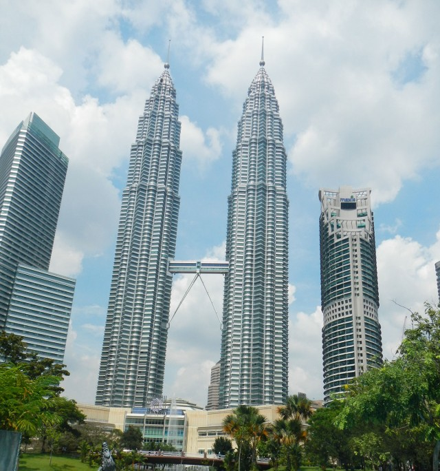Top 10 Tallest Skyscrapers That Are Engineering Marvels-2