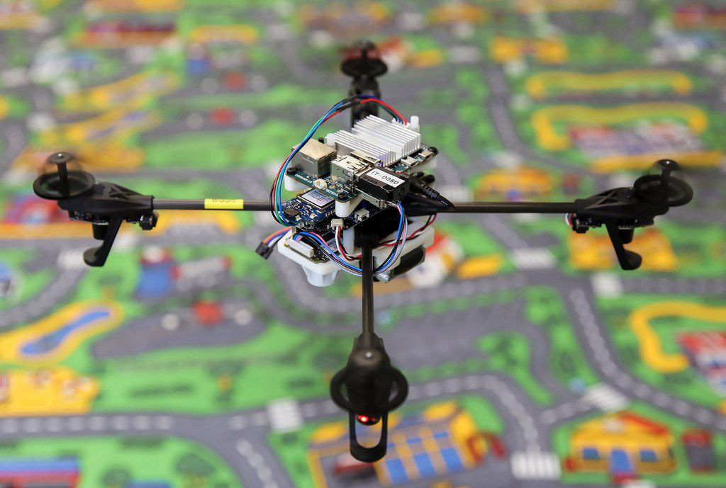A Drone That Self-stabilizes Like A Tightrope Walker-1