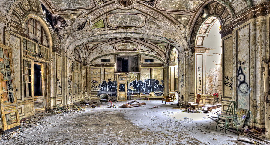 12 Most Creepy Abandoned Hotels For Lovers Of Abandoned Places-13