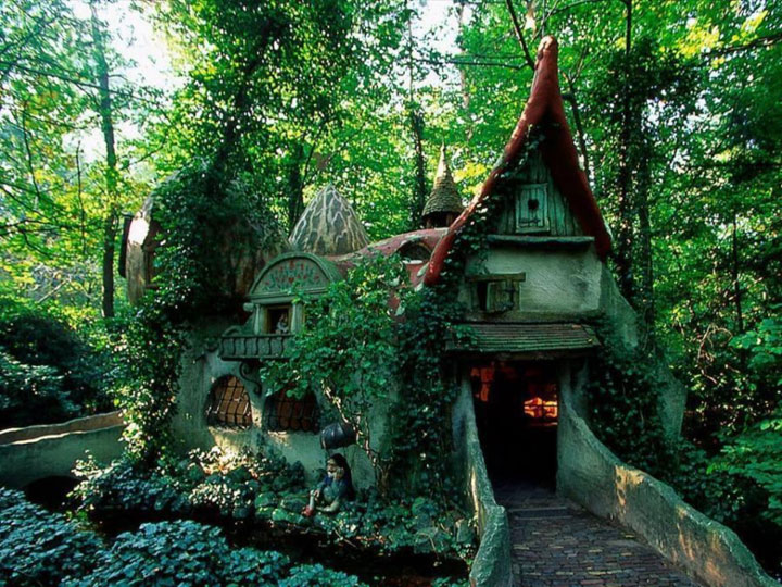 16 Mystical But Real Houses Where You'd Love To Live-17