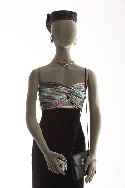 Surveillance Fashion-39 Amazing Spy Gadgets From The Cold War Era-11