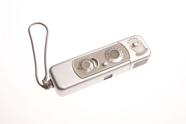 Minox Camera-39 Amazing Spy Gadgets From The Cold War Era-17