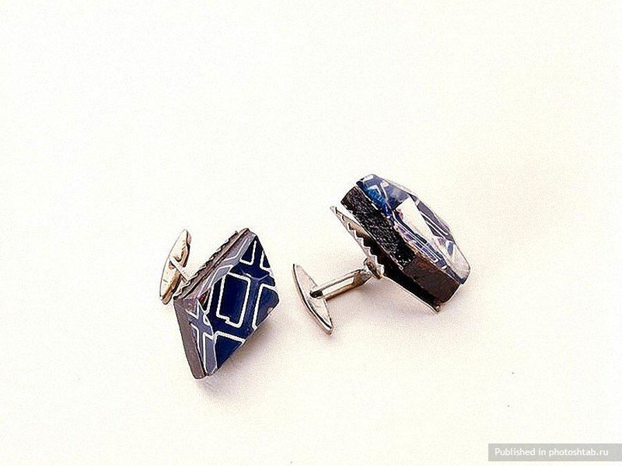KGB cuff links-39 Amazing Spy Gadgets From The Cold War Era-33