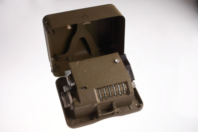 M-209 Cipher Box-39 Amazing Spy Gadgets From The Cold War Era-9