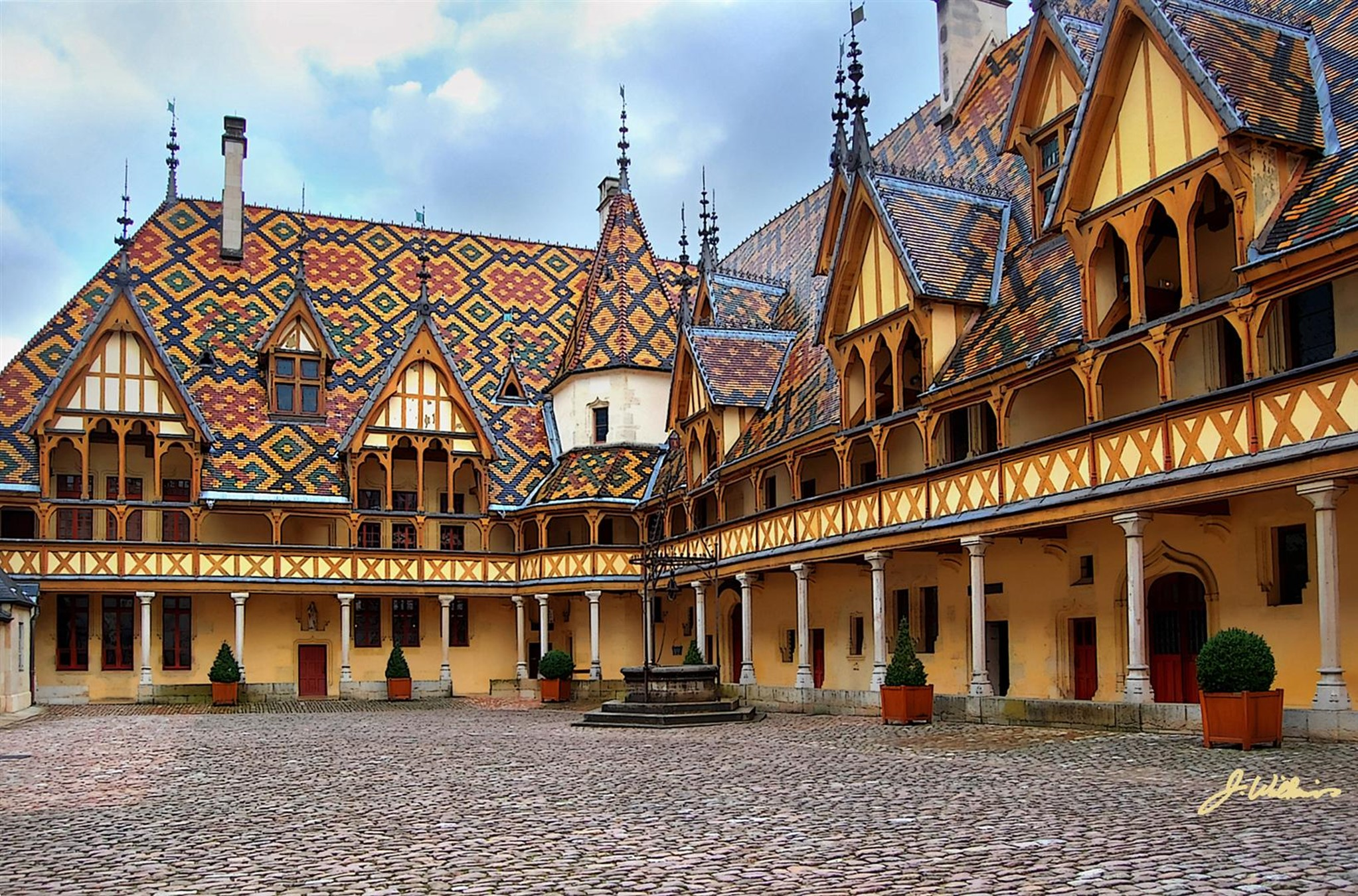 Top 50 most beautiful scenic places in france - Visiter hospices de beaune ...