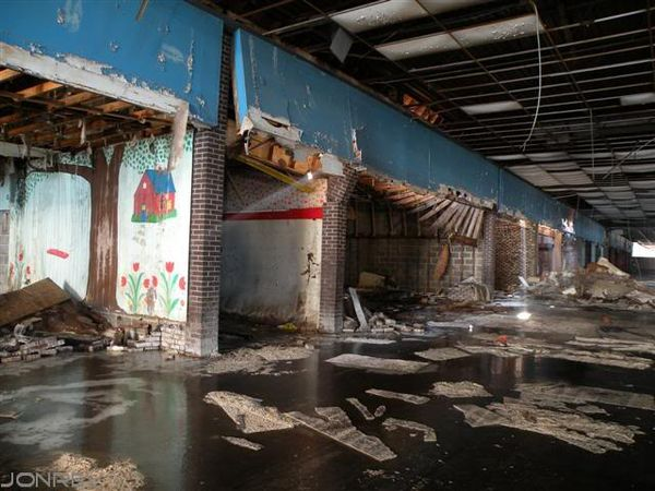 Top 9 Most Surreal Abandoned Shopping Malls In United States