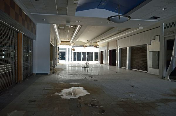Turfland Mall - Lexington, Kentucky-Top 9 Most Surreal Abandoned American Shopping Centers-11