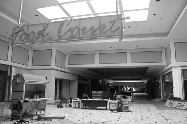 Cloverleaf Mall - Richmond, Virginia-Top 9 Most Surreal Abandoned American Shopping Centers-12