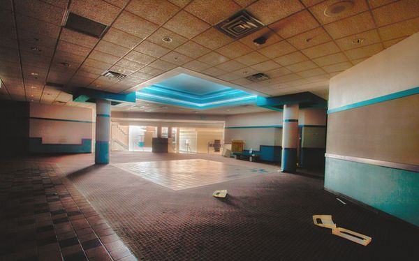 Crestwood Mall - St. Louis, Missouri -Top 9 Most Surreal Abandoned American Shopping Centers-15