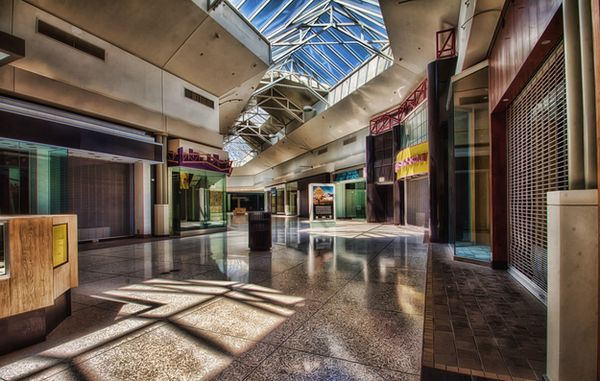 Crestwood Mall - St. Louis, Missouri -Top 9 Most Surreal Abandoned American Shopping Centers-16
