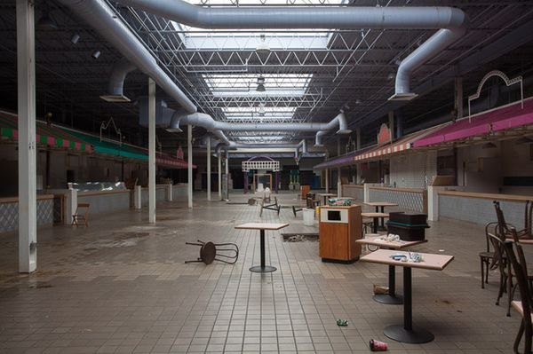 Woodville Mall - Northwood, Ohio-Top 9 Most Surreal Abandoned American Shopping Centers-21