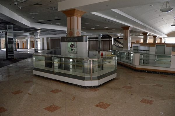 Turfland Mall - Lexington, Kentucky-Top 9 Most Surreal Abandoned American Shopping Centers-22