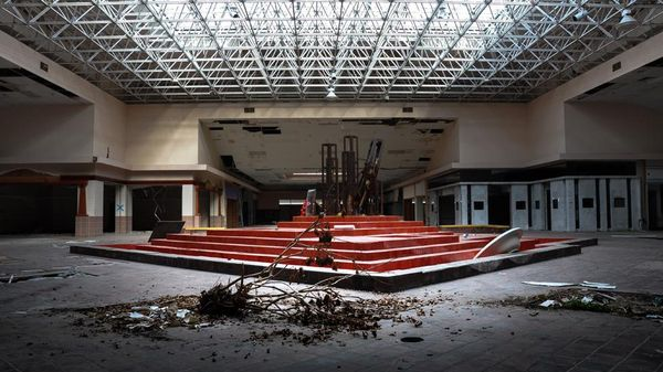 Top 9 Most Surreal Abandoned American Shopping Centers-4