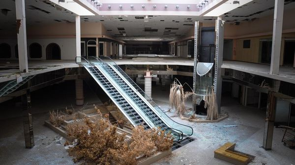 Top 9 Most Surreal Abandoned American Shopping Centers-8
