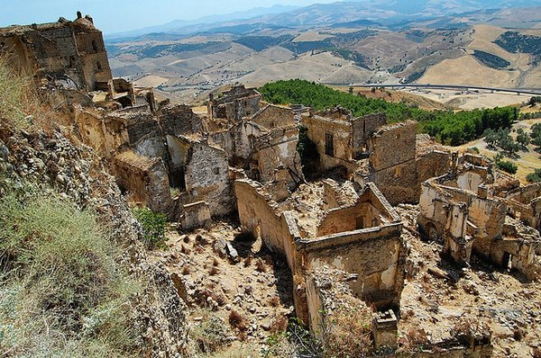 Craco-10 Most Fascinating Ghost Towns From The past-11