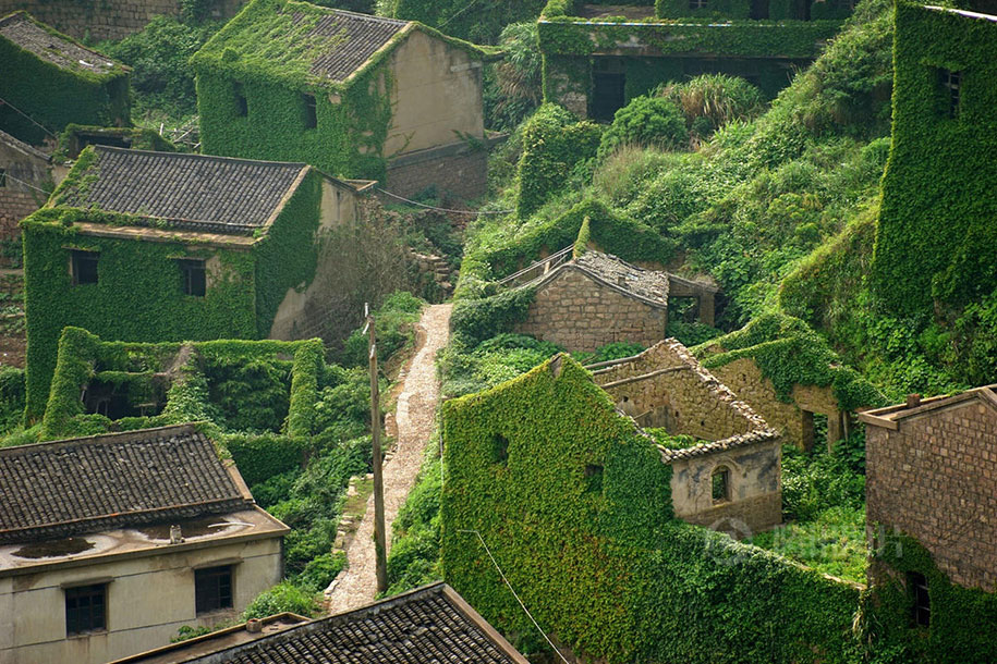See How Nature Relcaims A Beautiful Abandoned Fishing Village In China?-2