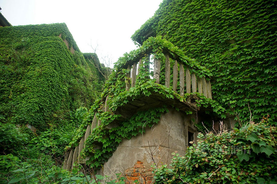 See How Nature Relcaims A Beautiful Abandoned Fishing Village In China?-6