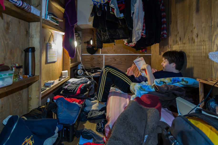 Stunning Images Of People Living In Very Small Rooms In Japan-1