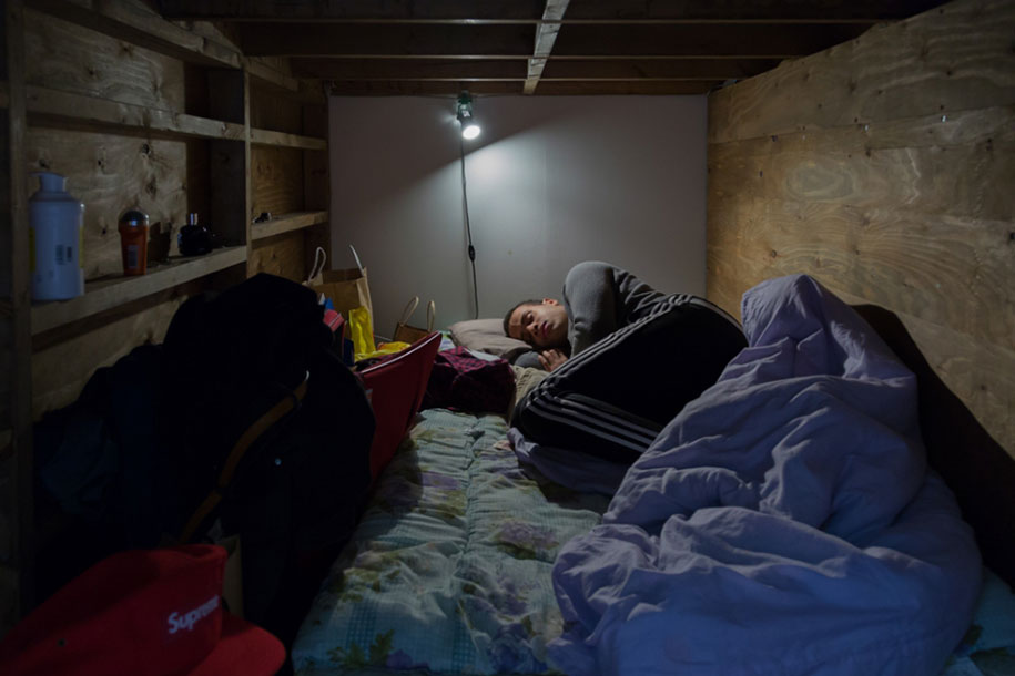 Stunning Images Of People Living In Very Small Rooms In Japan-3