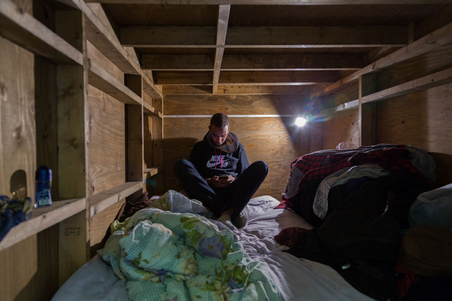 Stunning Images Of People Living In Very Small Rooms In Japan-8
