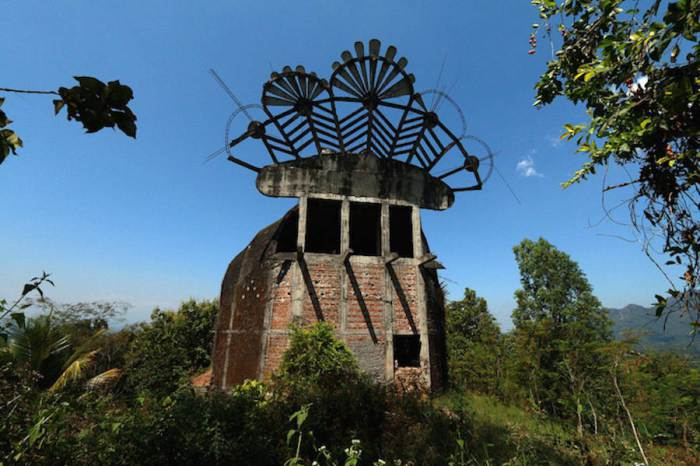 There Is An Abandoned Church In Indonesia That Looks Like A Huge Chicken -9