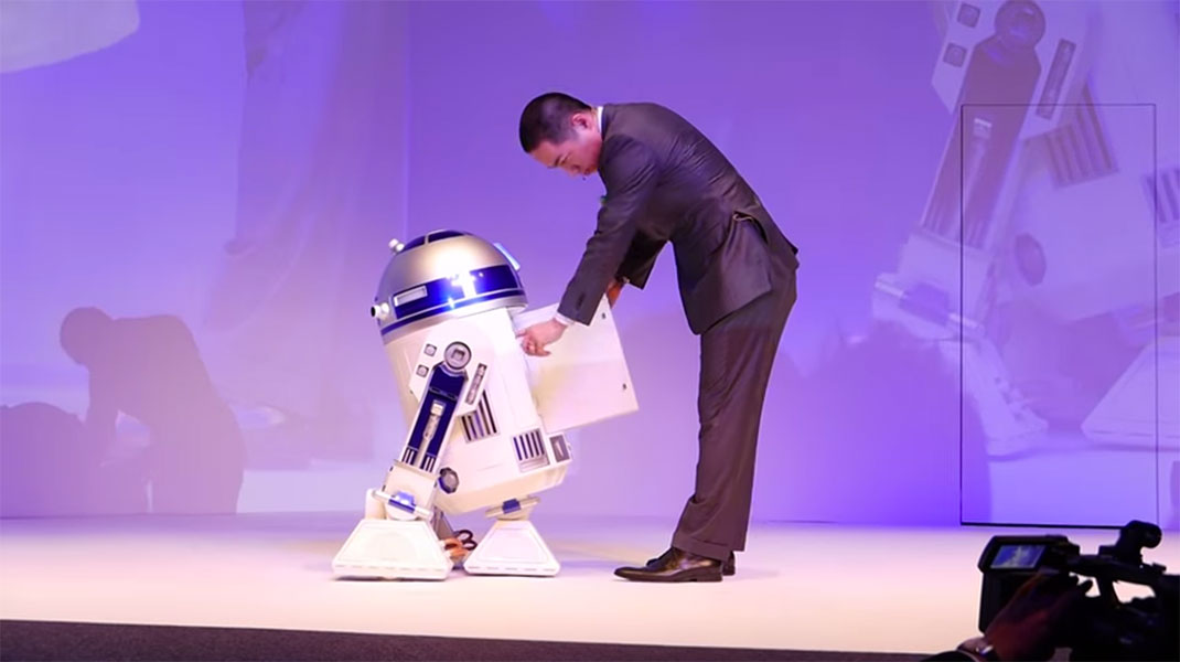 This Amazing R2-D2 Will Come To You And Provide Fresh Drinks-4