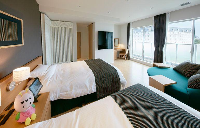 This New Japanese hotel Has No Human Staff And No Room Keys-3