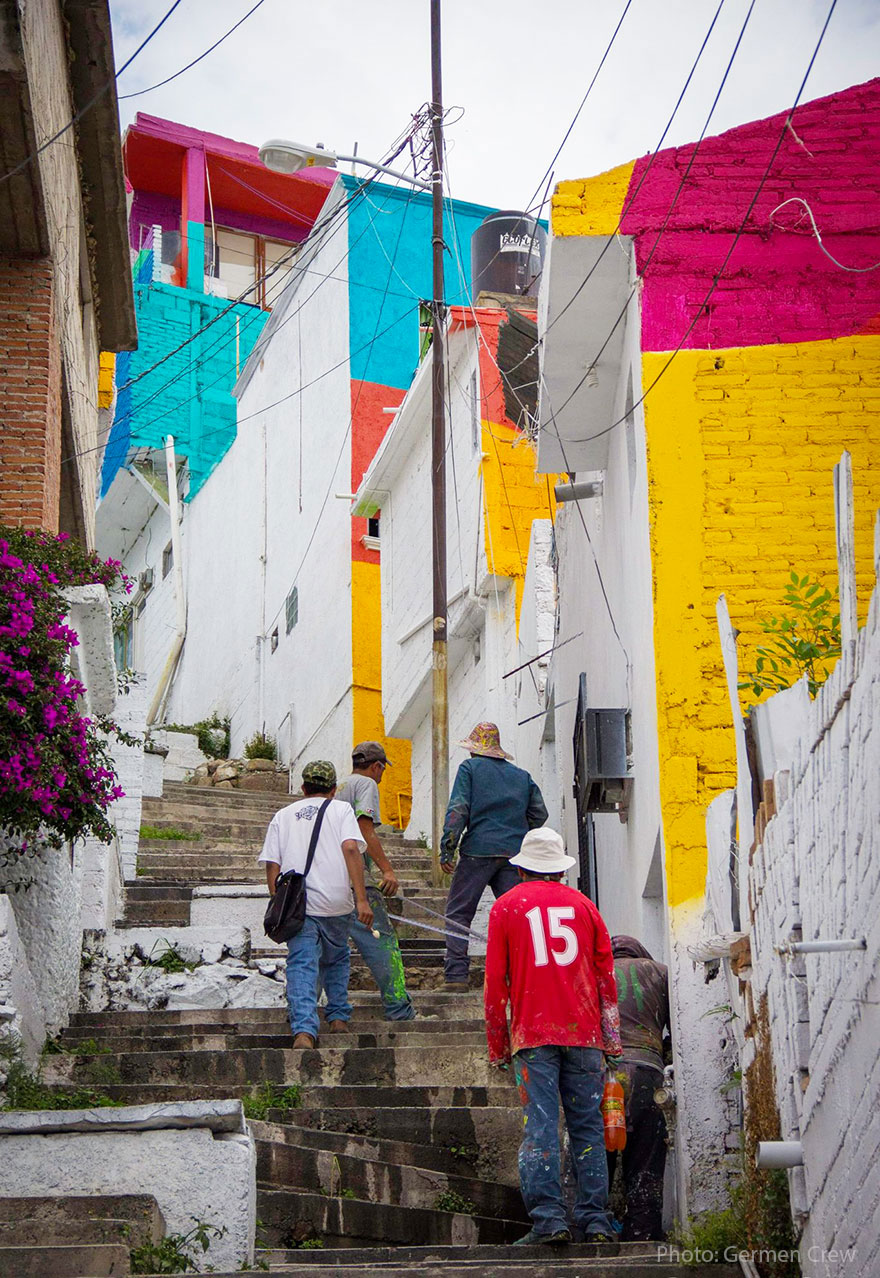 To Unite The Community Against Violence Artists Paint A Mural On 200 Houses -15