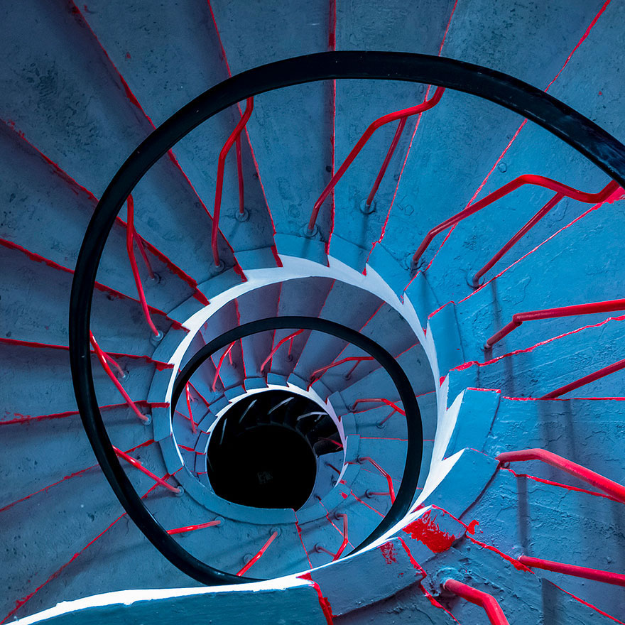 30 Absolutely Mesmerizing Spiral Staircase Designs From Around The World-26